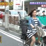 【女子アナエロ画像】ミニスカワンピでパンチラに胸チラww太ももと脚がスケベな亀井京子さんの日常生活wwwwww