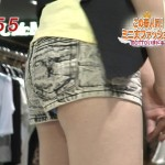 【岡本杏理エロ画像】太ももエロすぎ超短いホットパンツから水色パンチラしちゃった放送事故wwwww