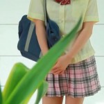 藤本夏海ちゃんの制服パンチラwwwww脱いでパンティの股間をM字開脚で魅せつけるwwwwコレは誘われてるよなwwww