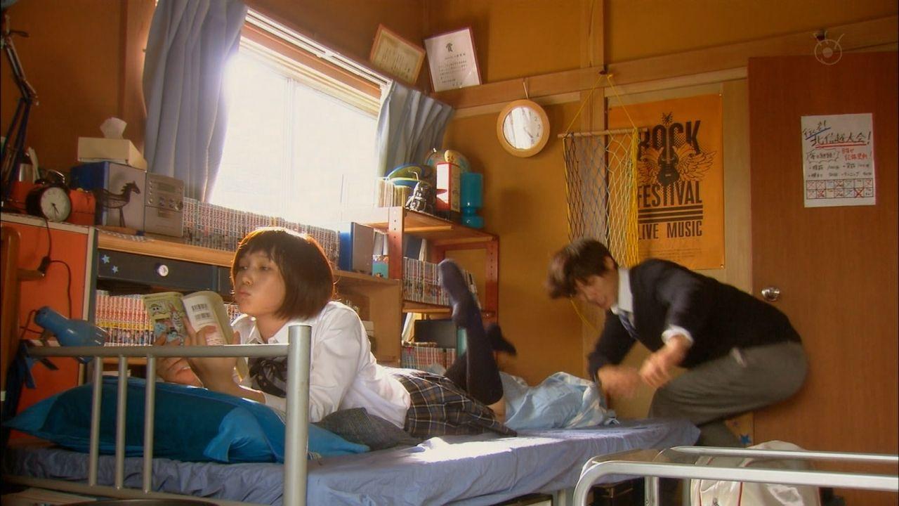 本田翼ちゃんの制服太ももがエロいTVキャプ画像026