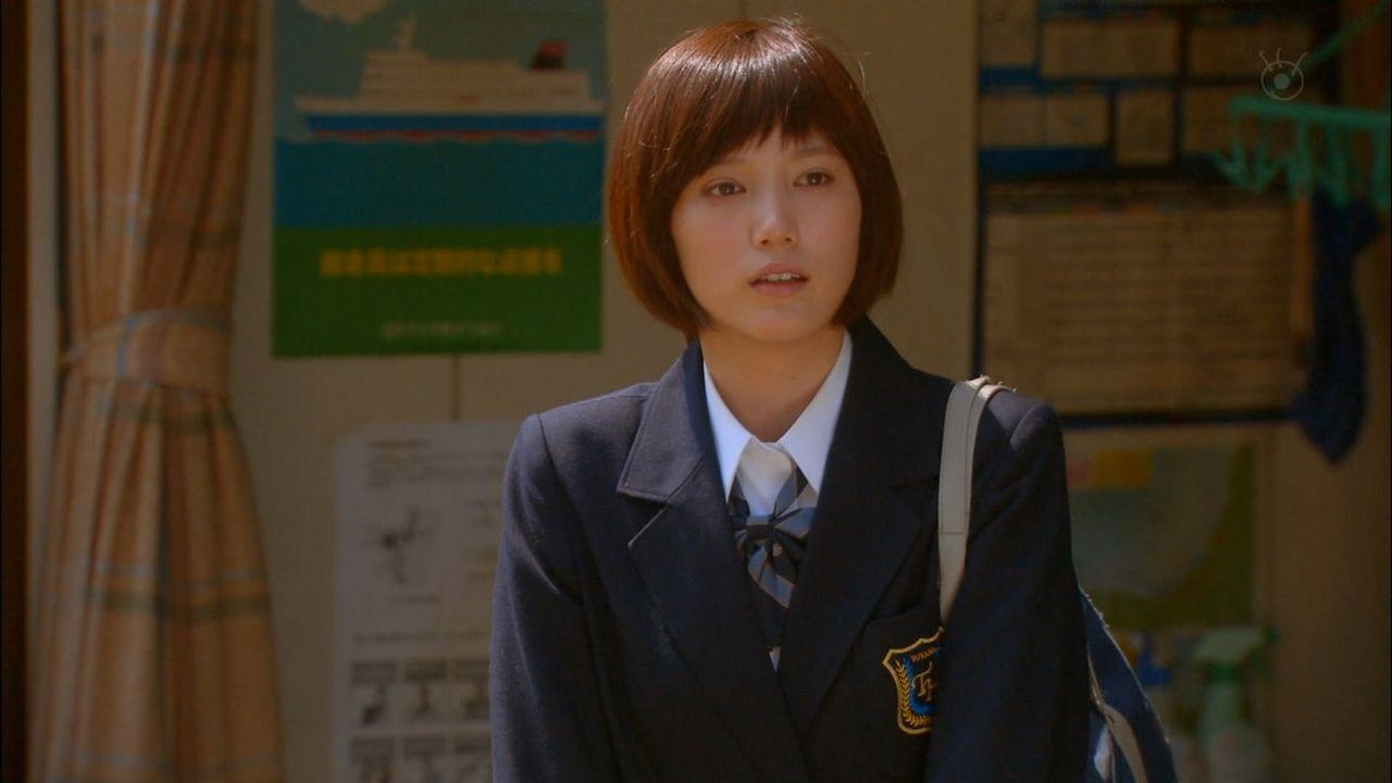 本田翼ちゃんの制服太ももがエロいTVキャプ画像031