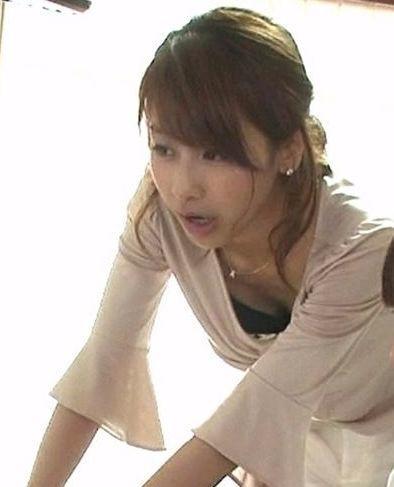カトパン・加藤綾子アナの胸チラおっぱいエロGIF画像13