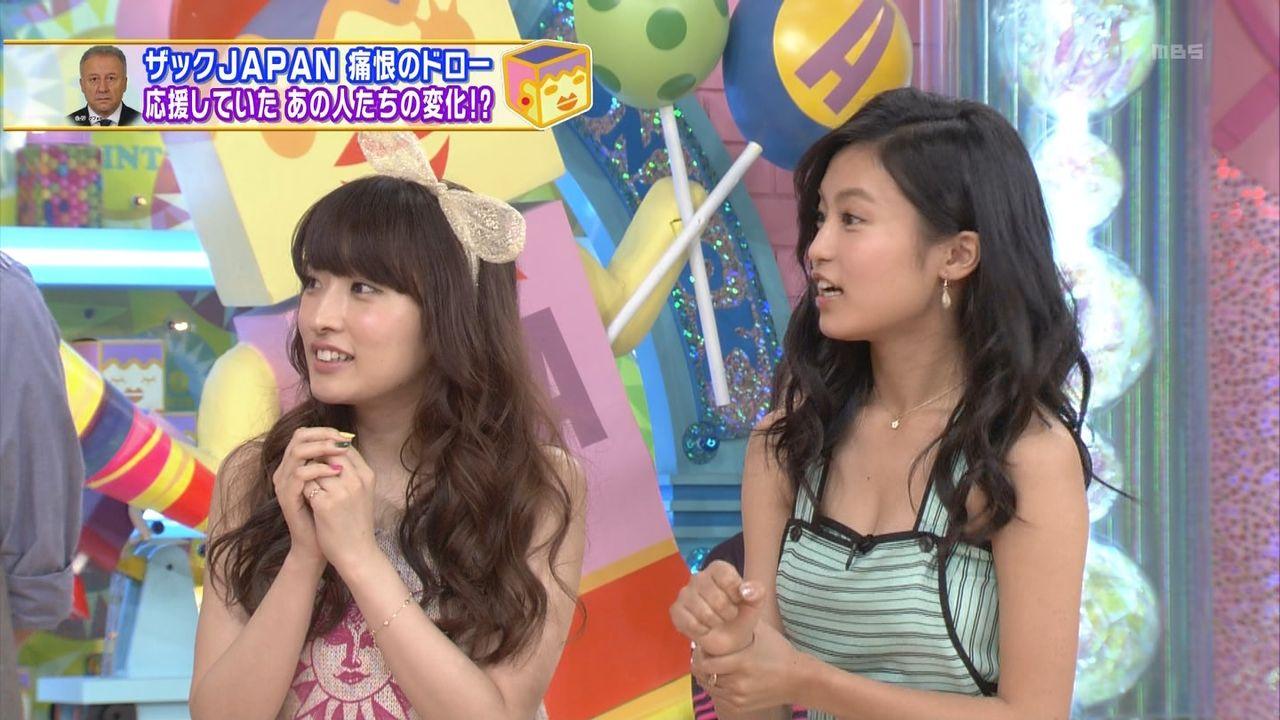 テレビに写った小島瑠璃子ちゃんの胸チラおっぱい画像07