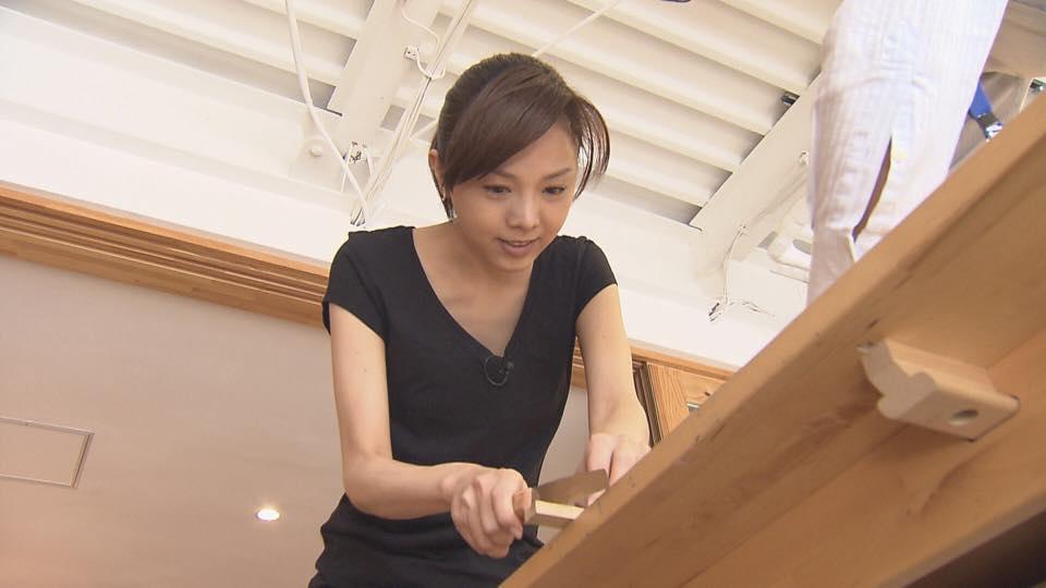ものづくりカフェで作業に没頭する姿が妙にエロい森本智子アナのキャプ画像3