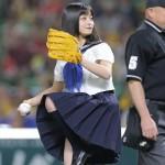 橋本環奈ちゃん、パ・リーグCS初戦でノーバン始球式を見せるwwwwGIF有り