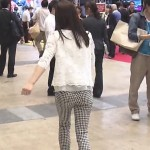 内田敦子アナの小さいプリプリお尻とパツパツ太ももがエッチなピタパン姿www