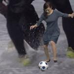 【GIF有り】サッカーボールを蹴った時におっぱいがゆさゆさする古谷有美アナwww