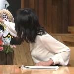 GIFでみるとすっげぇエロい小川彩佳アナの振り向きおっぱいwwwww