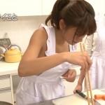 久松郁実ちゃんの裸エプロンに見えるお料理姿wwww【とにかく明るい久松】