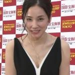 吉田羊さんの谷間スジチラ見せおっぱいドレスがエッチで(・∀・)イイ!!