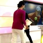 【尻GIF有】森花子アナのお尻が歩くとパン線の形にモニュってるwwww