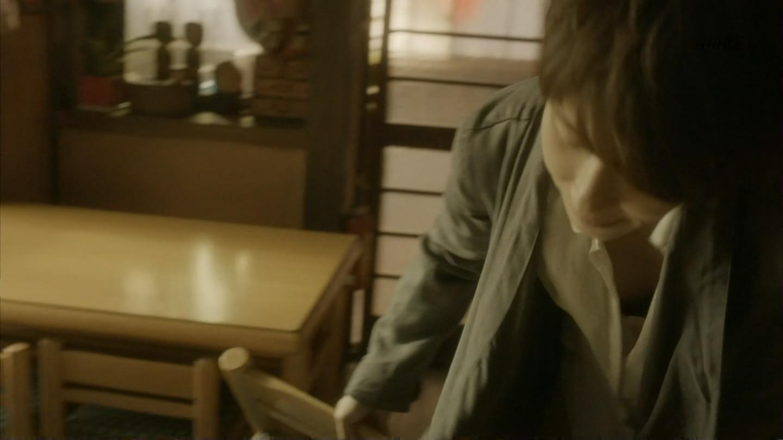 水野美紀さんの胸チラおっぱいエロキャプ画像8