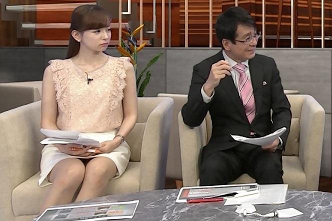 皆藤愛子ちゃんのミニスカパンチラエロキャプ画像01