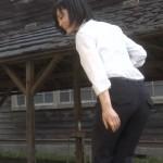 山本彩ちゃんのパンツスーツお尻と透けブラがエッチなAKBラブナイト恋工場キャプ画像