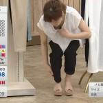 QVCテレビショッピング・永田佳代さんの見えすぎた胸チラおっぱいw慌てて隠してるキャプ画像