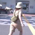 【女子アナ画像】尾崎里紗さんのお尻wwワレメへの食い込みとパン線がエッチなZIP!キャプ画像
