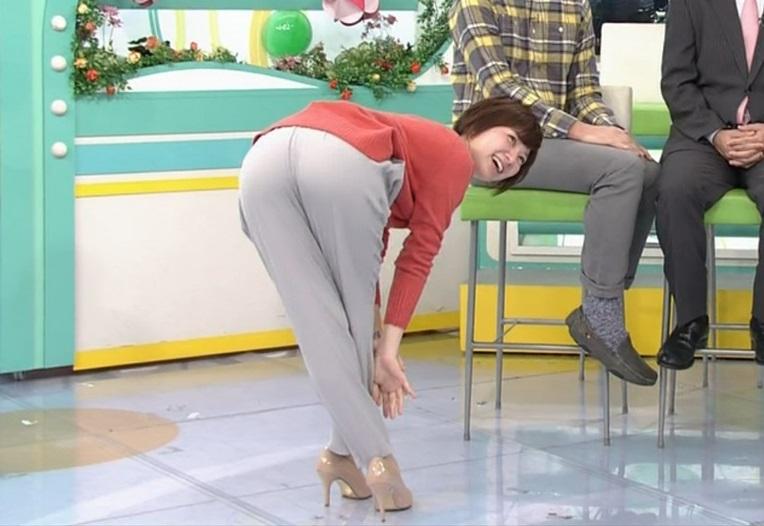 おはようコール池田琴弥さんが菜々緒ポーズに挑戦してカメラにお下半身を突き出す!!!!!!