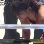 見事KO!膝枕の感触を味わいたい太ももと危うい胸元wツヨカワ女子RIZIN・RENA選手キャプ画像。