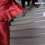 平手友梨奈さんのツルツルテカテカお尻wワレメくっきり階段オケツwwww