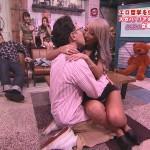 ナンバーワンセクシー女優AIKAさんと男優さんが大暴れwセックスが始まりそうな勢いになった「男のザップ」エロ目線キャプ画像