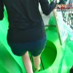 佐藤栞さんの美脚太ももとショートパンツ水着のお尻と濡れたおっぱいが妄想膨らむ世界さまぁ〜リゾートエロ目線キャプ画像