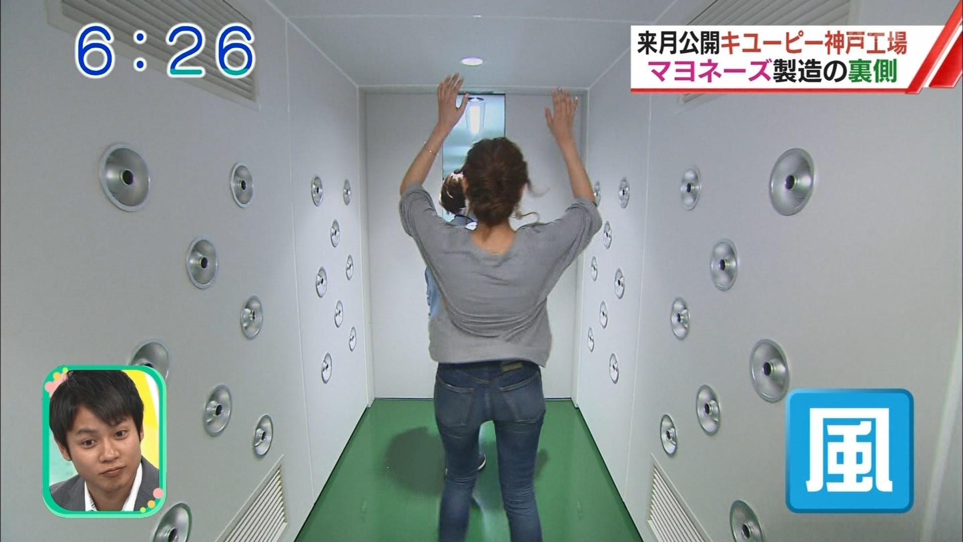 (ハプニング写真)吉岡結紀さんのジーンズパッツパツお下半身が魅力的な関西の朝☆おはようコールABCえろ視線キャプ写真