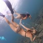 廣瀬花子さんと森田菜月さんの水着姿にエロさと優雅さを感じるダイビング番組・SWEET BLUEエロ目線キャプ画像