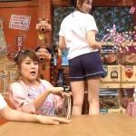 小嶋陽菜さんのショーパン食い込みパン線お尻wwパンツ見えそうなアングルの太もももHなハイ_ポールエロ目線キャプ画像c