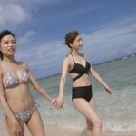 小島瑠璃子さんの水着おっぱいとお尻エロすぎww大家志津香さんとグアムにいったタビフクキャプ画像