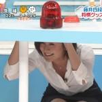【GIF有】徳島えりかさんのおっぱいとパンツが同時になんか起きそうなしゃがみポーズwwZIP!エロ目線キャプ画像