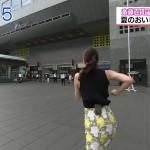 お尻を振り乱し北海道物産展に突撃する斎藤真美さんの後ろ姿w食べっぷりも気持ちいいおはようコールエロ目線キャプ画像