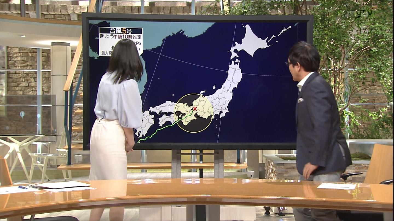 小川彩佳さんのお下半身とスカートの▼ゾーンがめっちゃ官能的な報道ステーションエロ視線キャプ画像