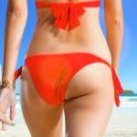 赤いビキニのお尻とぽよよんっなおっぱいwNikiさんの水着姿が話題なモンストのCMのエロ目線キャプ画像