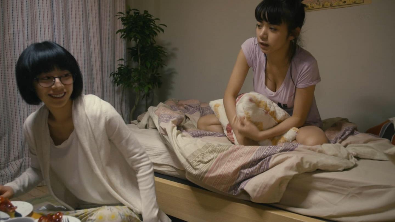 (お宝写真)池田イライザさんの胸。谷間と着衣美巨乳の膨らみがすごいやらしいおぱーいな「伊藤くん A to E」えろキャプ写真