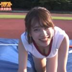 都丸紗也華さんのFカップおっぱいがぴったりくっついた谷間w金曜ロンドンハーツ「女芸能人が体操着で奮闘」キャプ画像。
