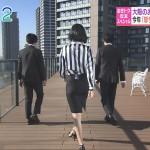 斎藤真美さんのお尻がタイトスカートでエッチにwおはようコールTVキャプチャー画像。