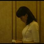 【乳揺れGIF有】綾瀬はるかさんの大きなおっぱいがバインバイン弾みまくりな本能寺ホテルTVキャプ画像