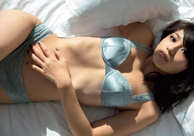 川口春奈さんのセクシー画像