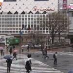 【画像】日テレ・ZIP!渋谷駅前のカメラに交差点の真ん中で立ちションするおっさんが映り込む ω ω ω