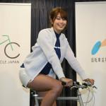 【画像】自転車の安全運転を呼びかける稲村亜美さんの太ももに目線を奪われ事故りそうω ω ω