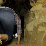 【画像】ミステリーハンター・VANRIさん、お尻をプリプリさせながらピラミッドに潜入 ω ω ω