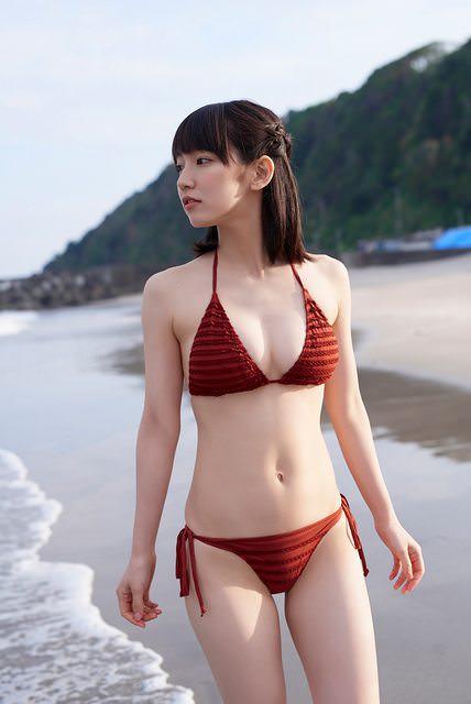 吉岡里帆さんのエッチすぎるセクシー画像