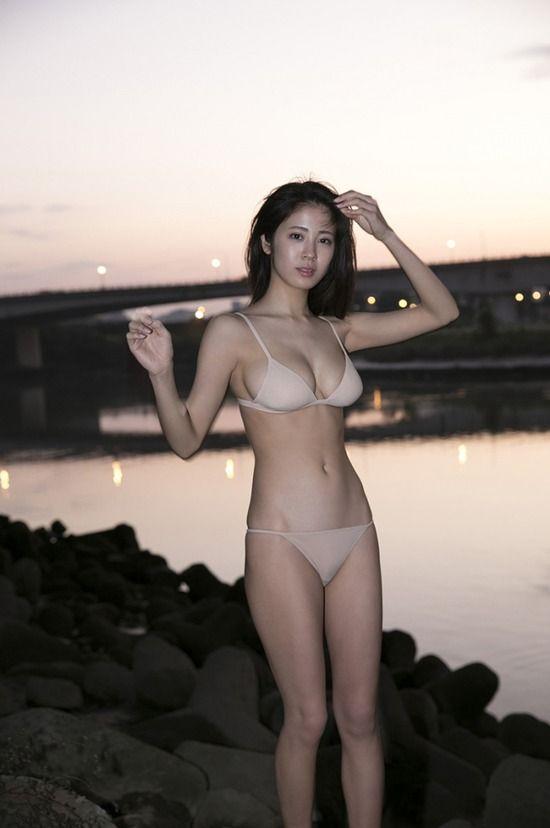 芸能人のグラビアセクシー画像
