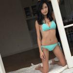 【画像】まだまだ大胆な水着姿を見せる小島瑠璃子さん、太もものくぼんだ部分がなんかエッチでだいすこω ω ω