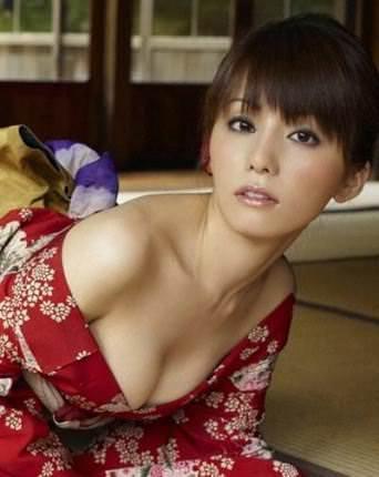 森崎友紀さんのセクシー画像