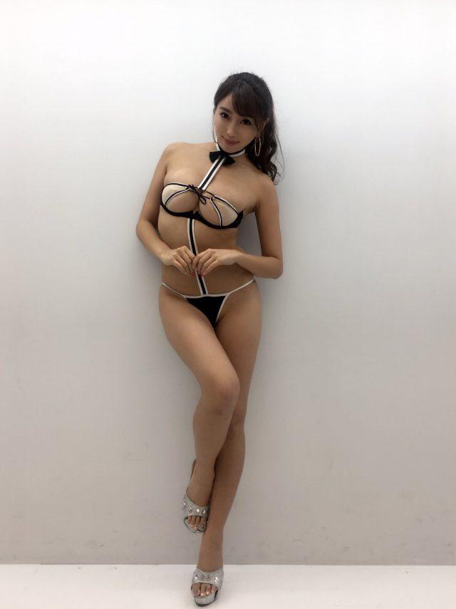森咲智美さんのセクシー画像-007