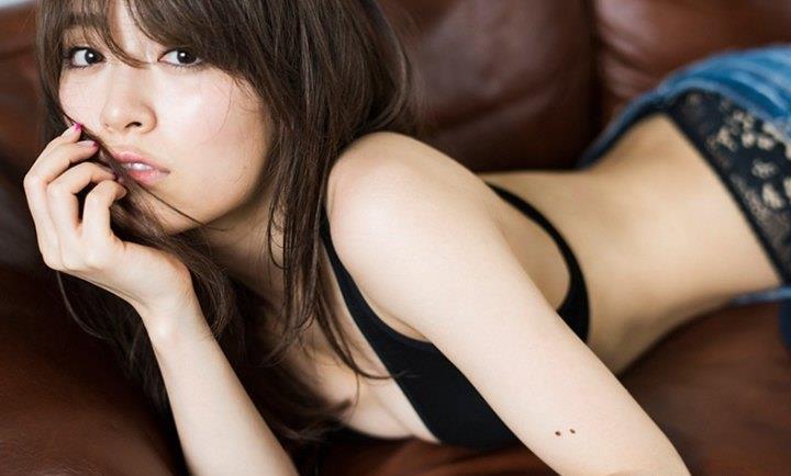 泉里香さんのセクシーグラビアの画像-156