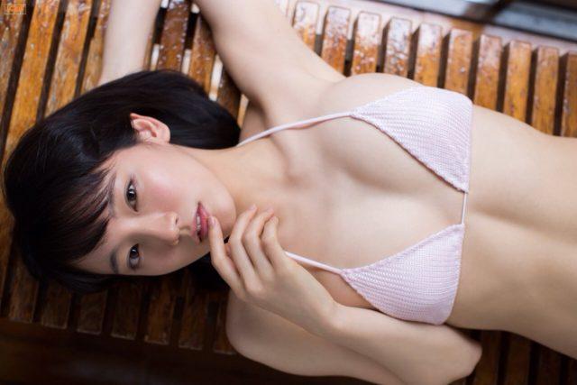 吉岡里帆さんのおっぱいがエロすぎるグラビアの画像-411