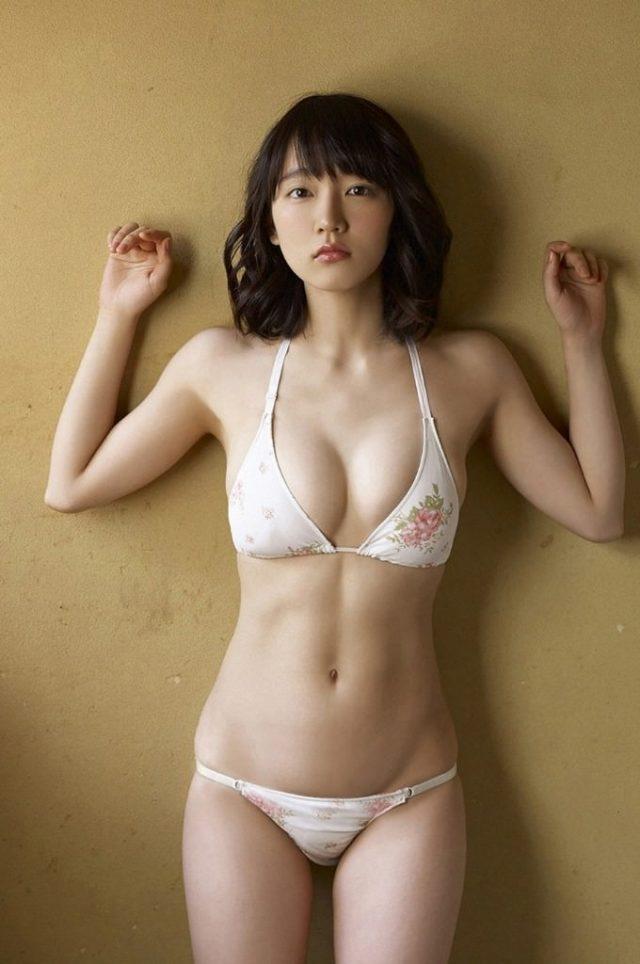 吉岡里帆さんのおっぱいがエロすぎるグラビアの画像-494