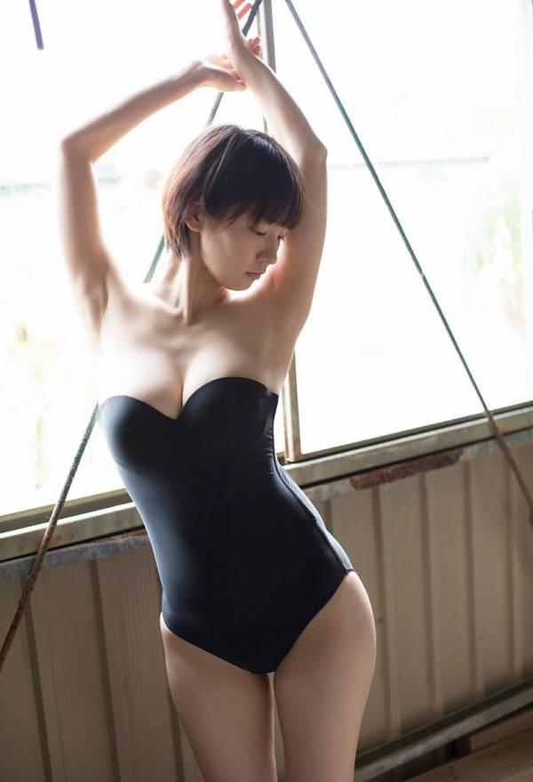 吉岡里帆さんのおっぱいがエロすぎるグラビアの画像-471